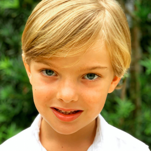 スウェーデンのニコラス王子がますます美形に!母マデレーン王女が最新ポートレートを公開 - セレブニュース | SPUR