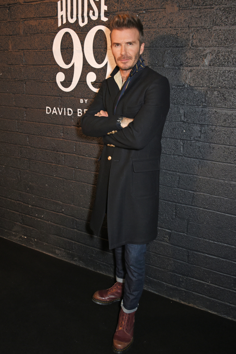 2018年2月、自身が手がけるメンズグルーミングブランド・HOUSE 99 by David Beckhamのローンチパーティに出席。シルエット、小物使いと、どこをとってもパーフェクト。ヴィクトリアの指導の元、ファッションセンスが磨かれきったデヴィッドがついに完成!