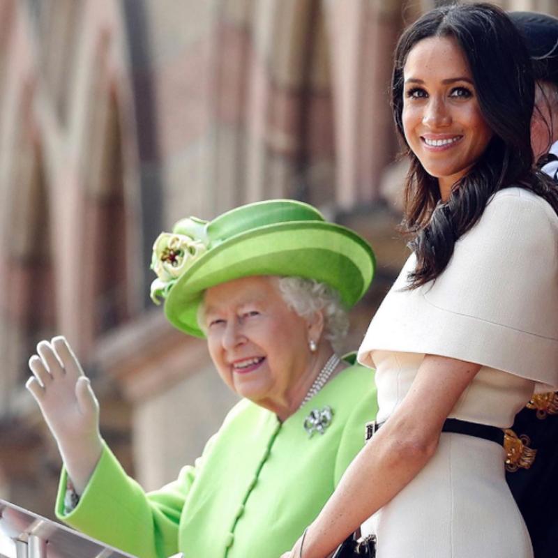 英王室公式インスタグラムにアップされたエリザベス女王とメーガン妃。「サセックス公爵夫人、誕生日おめでとう!」の言葉が添えられていた。