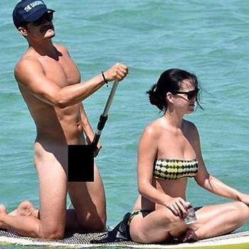 オーランド・ブルーム、ケイティとのパドルボーディングで、全裸姿を激写される!