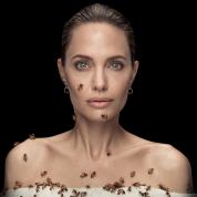 3日間シャワー禁止! アンジェリーナ・ジョリー、無数のミツバチにたかられる衝撃映像が公開される