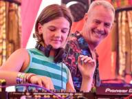 DJ界のレジェンド、ファットボーイ・スリムの娘が11歳でDJデビュー! 父親ゆずりの才能を発揮