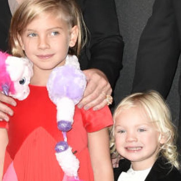 ピンクの娘ウィロー8歳、仰天ドレスで母を超える個性を発揮!