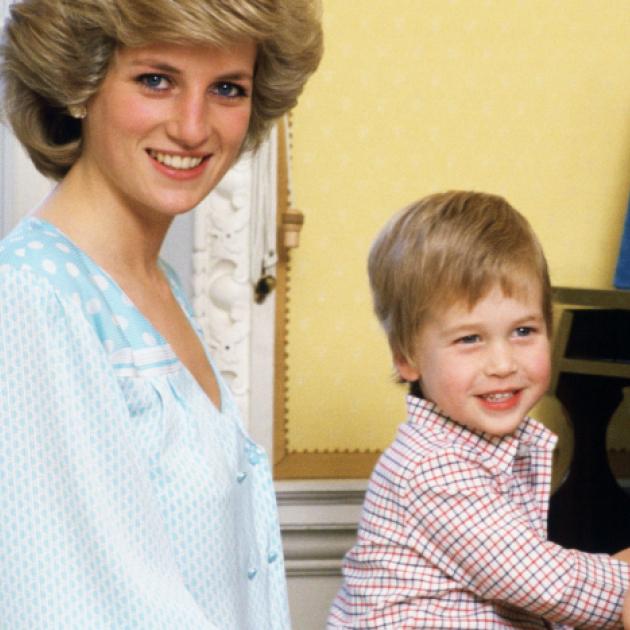 ウィリアム&ヘンリー王子の心温まるブラザーフッド! 誕生から共に支えあった半生をプレイバック