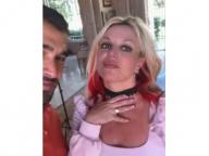 ブリトニー・スピアーズ、推定3.5カラットのエンゲーリリングをお披露目! 恋人サム・アスガリとの婚約を発表