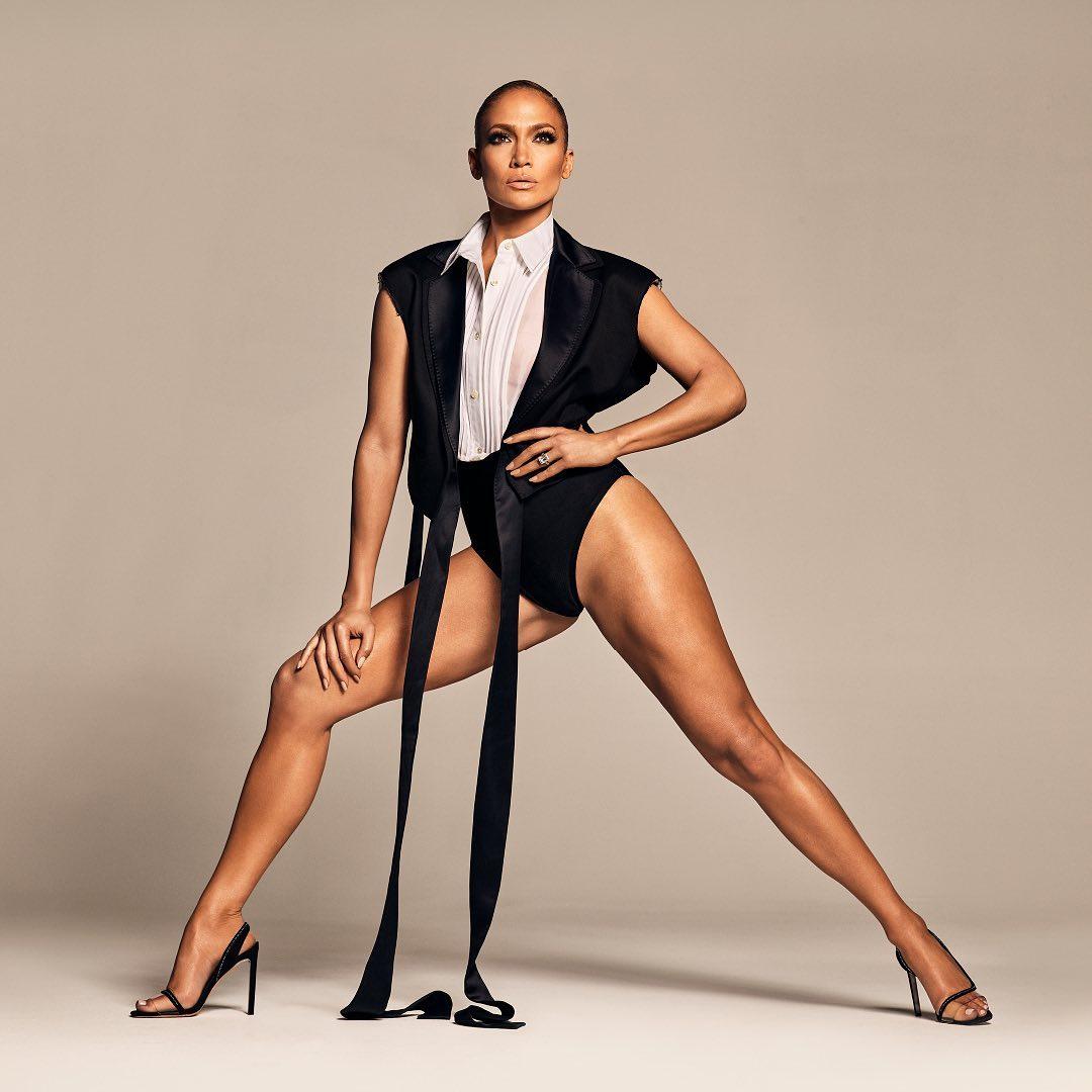 ジェニファー・ロペスの美脚に息を飲む! コラボシューズの広告でハイレグを見事に着こなす