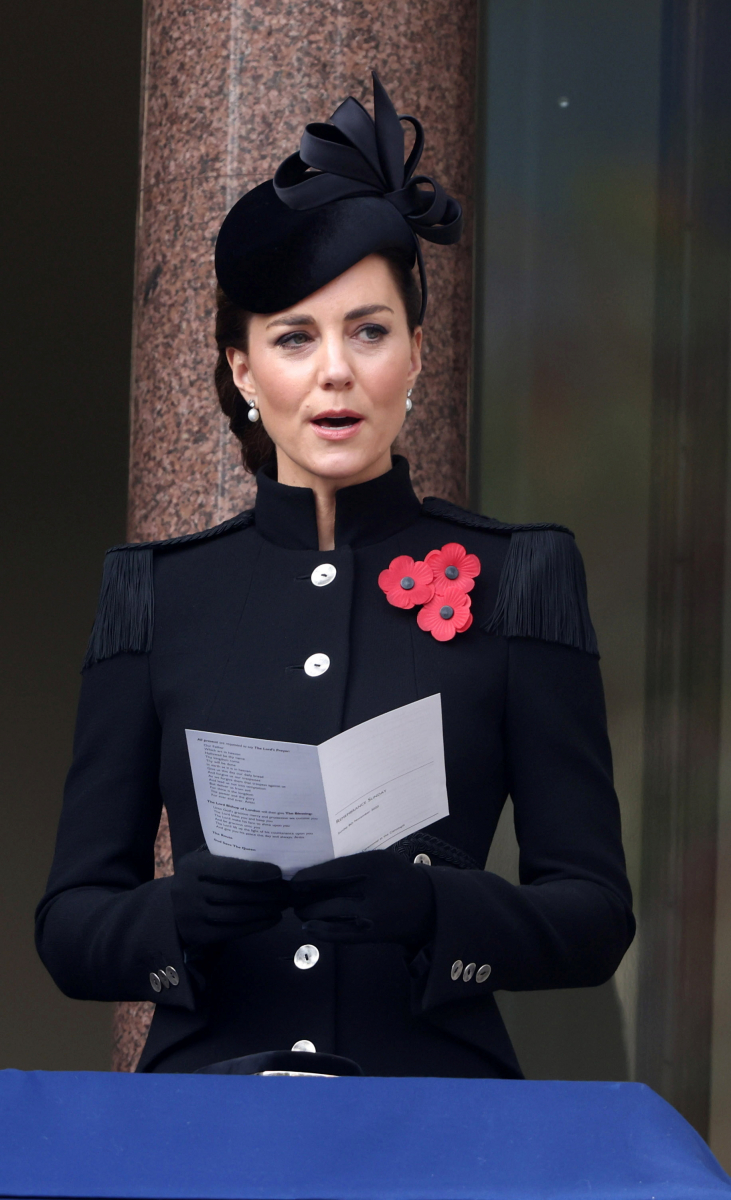 キャサリン妃ら王室メンバーが戦没者追悼式典に出席。