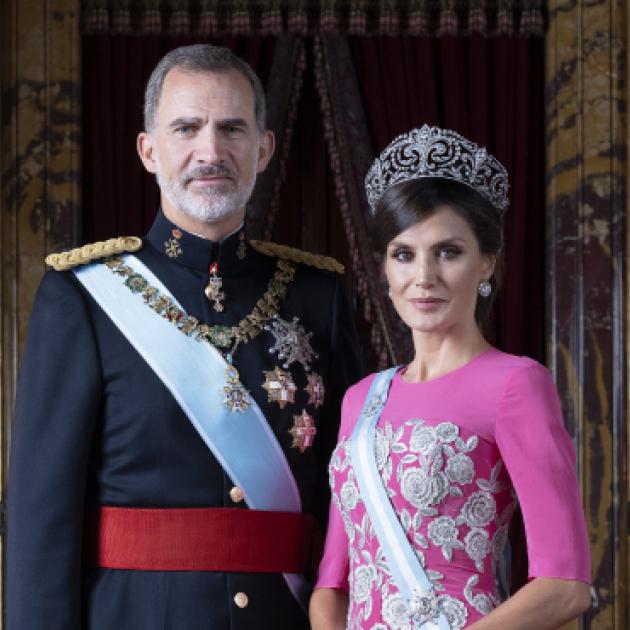 レティシア妃の美しさに視線が集中! スペイン国王一家の最新ポートレートが公開される