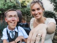 身体障害者と健常者の交際を配信してきたユーチューバーカップル、結婚! 世界中から祝福の声が寄せられる