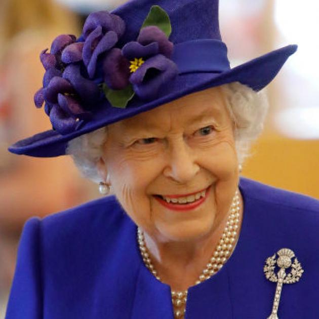 エリザベス女王は断然セルフメイク派! プロを雇うのは年に一度のみで、古着も愛用!?
