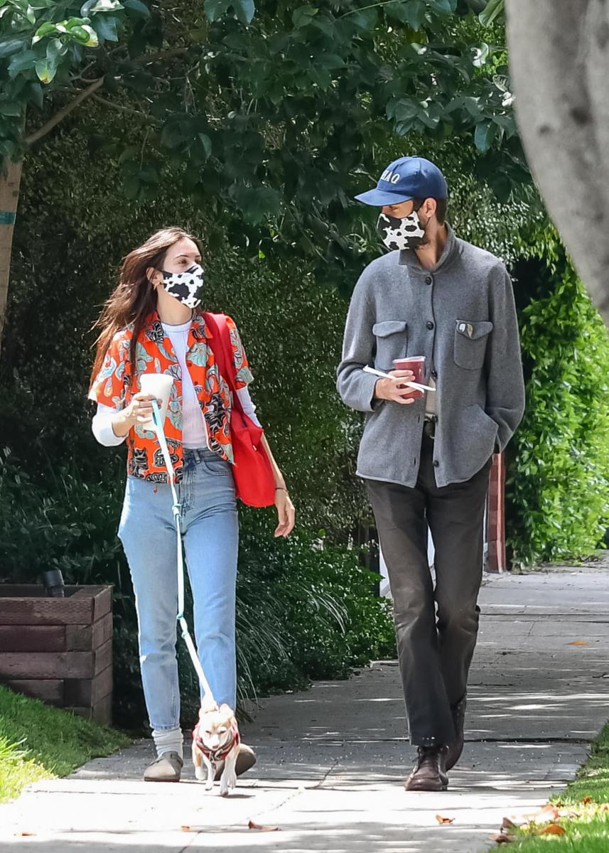 【スカウト・ウィリス&ジェイク・ミラー】お揃いのアニマル柄マスクをつけてデート