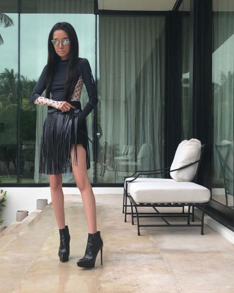 【ヴェラ・ウォン】奇跡の70代! ヴェラのオール黒スタイル