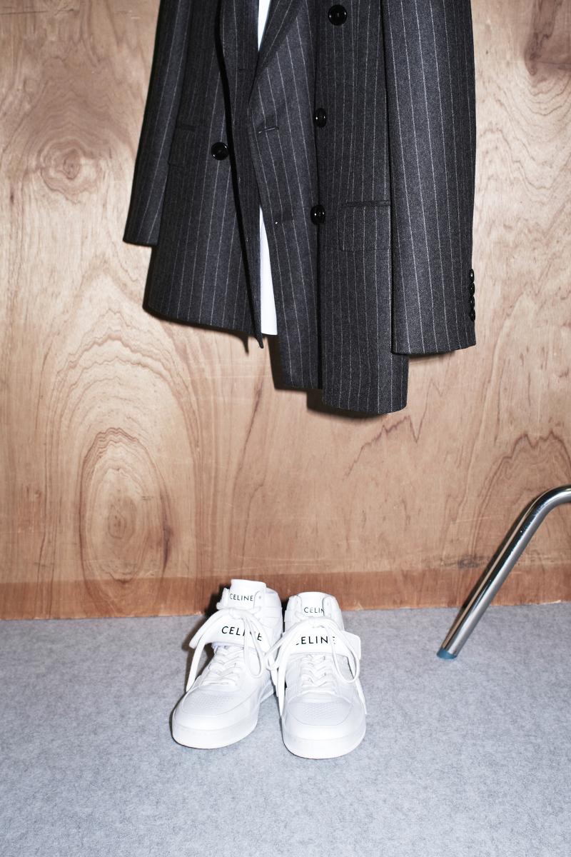 ハイカットスニーカー〈ソール0.5cm〉¥104,500・ジャケット¥374,000・シャツ(参考商品)/セリーヌ ジャパン(セリーヌ)