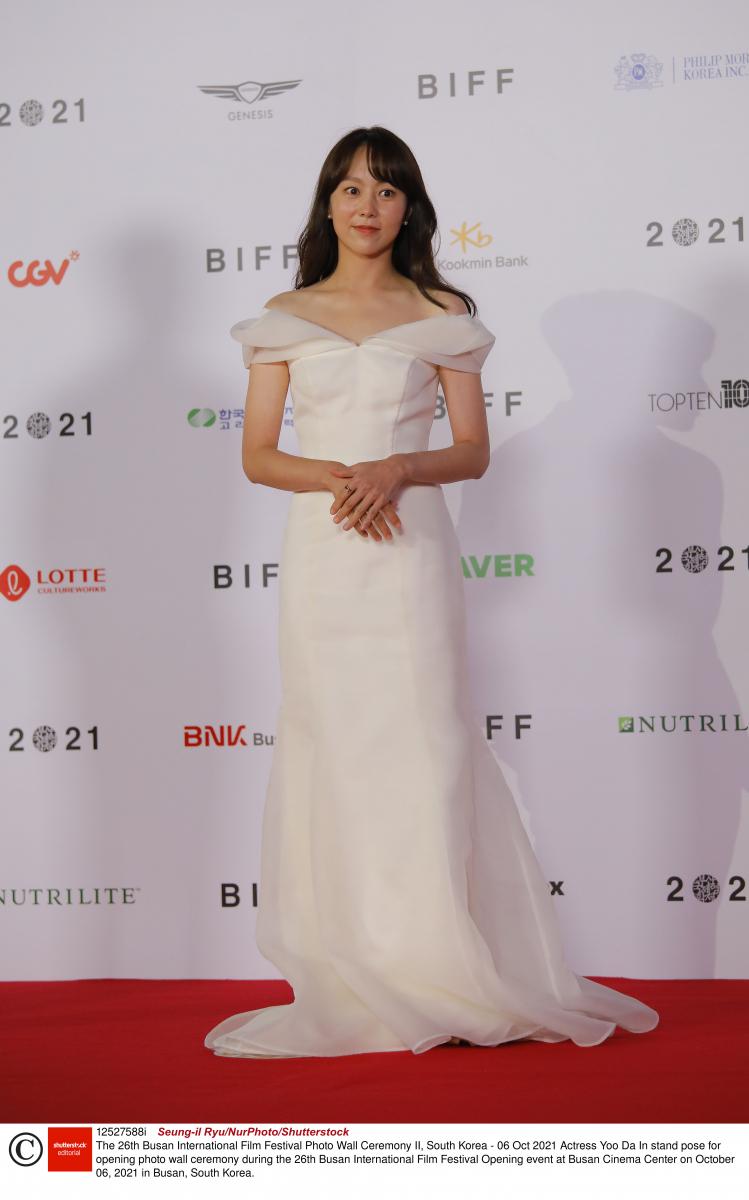 ユ・ダイン/純白のドレスを華麗にまとって