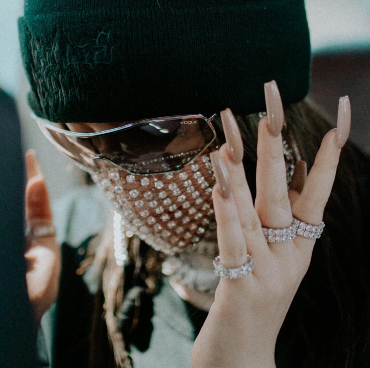 【ビリー・アイリッシュ】輝きを放つ、唯一無二のゴージャスマスク