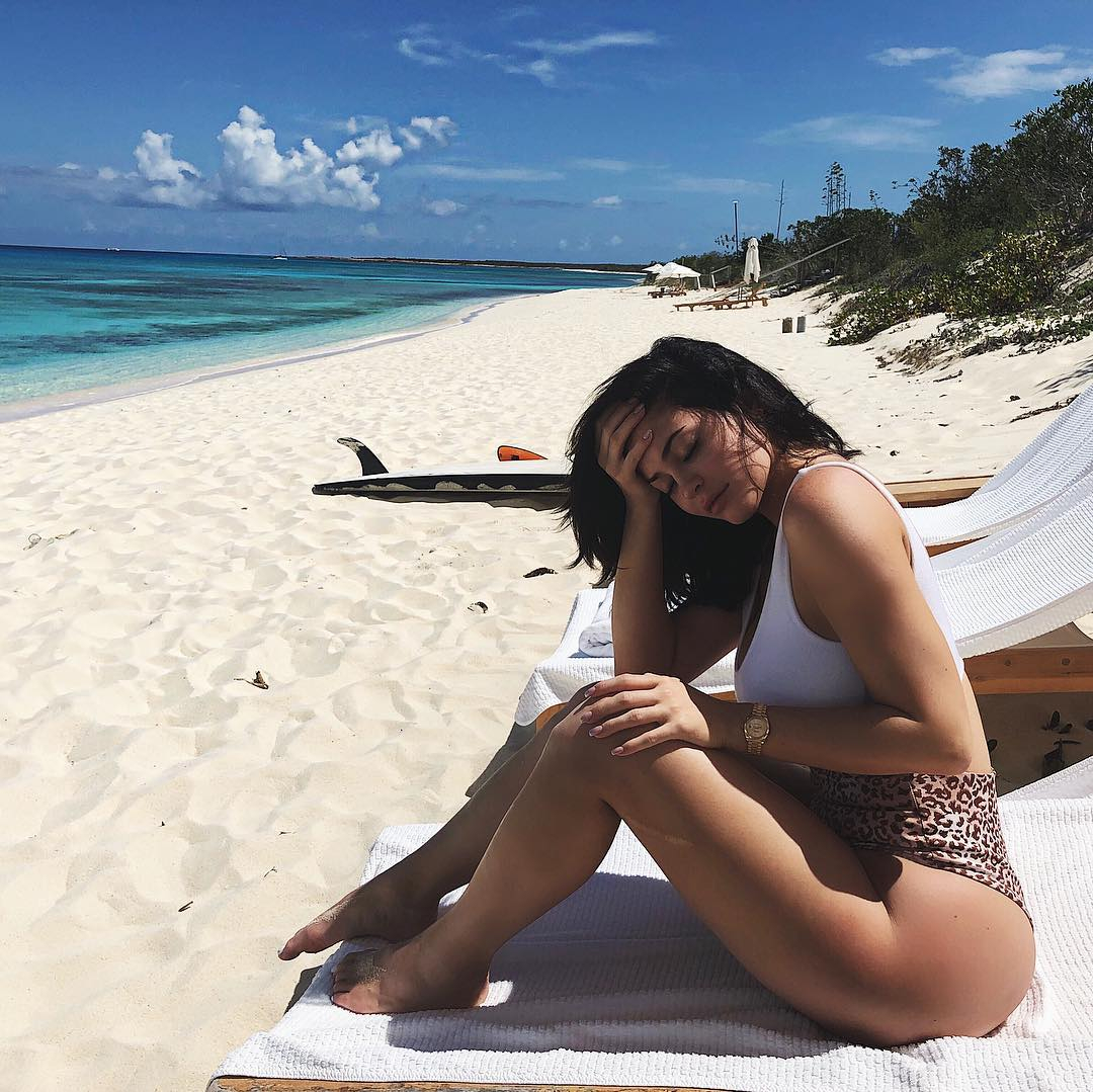 朝のビーチスタイルはレオパード柄をチョイス!