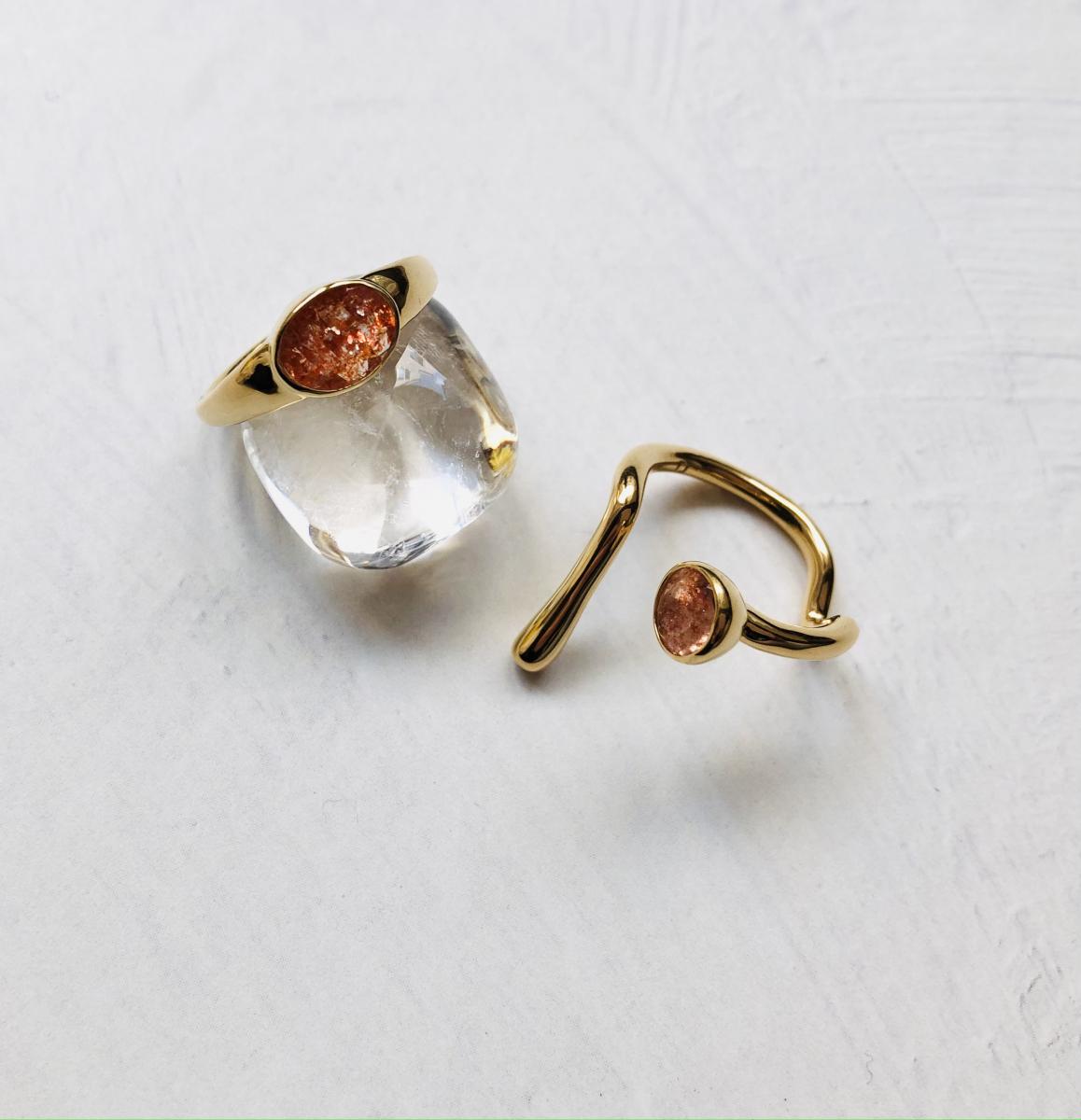 左 Sunstone Ellipse Ring  ¥26,400・右 SunStone Sprout Ring ¥24,200/ともにFauvirame