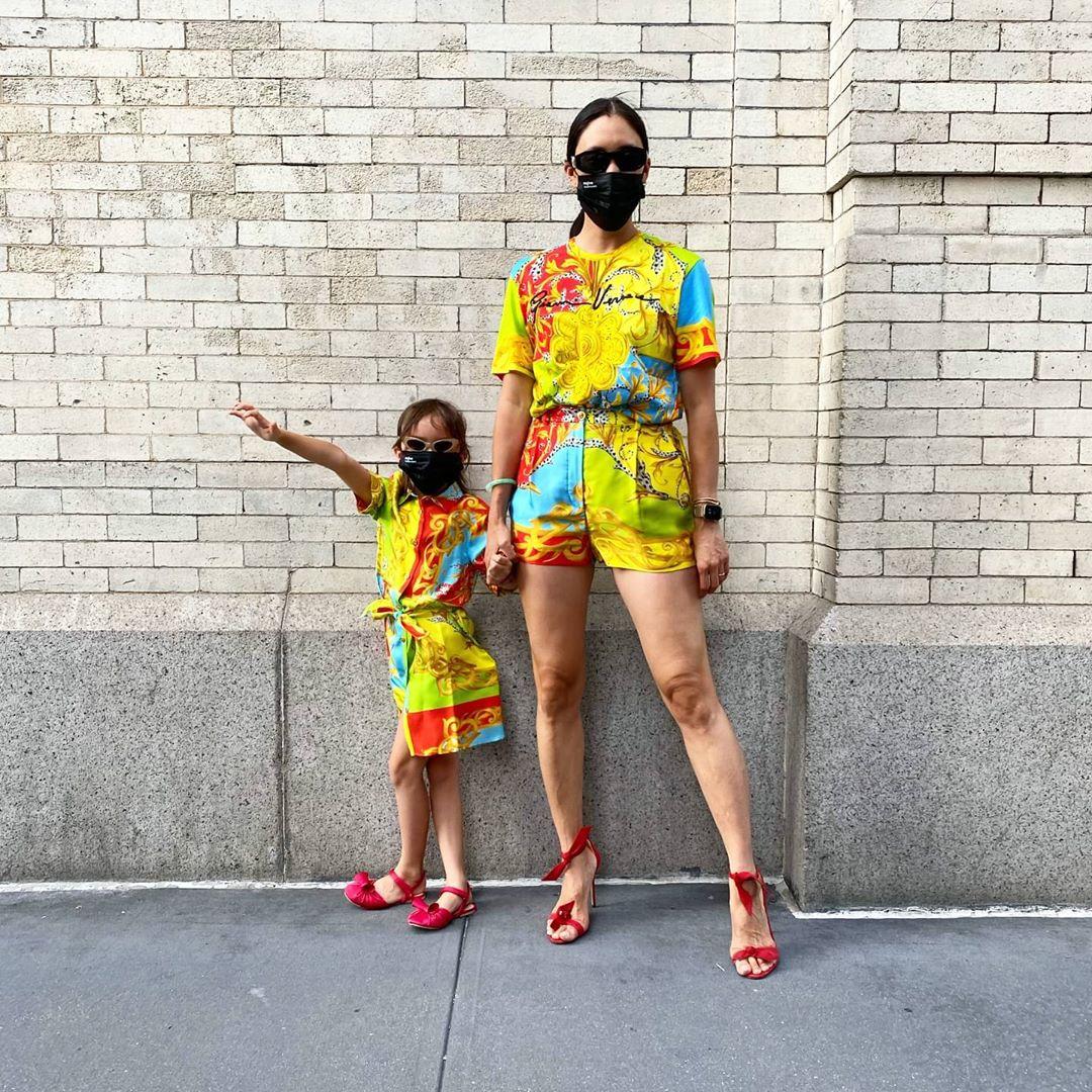 【エヴァ・チェン】娘レンと、マスクも服もお揃いにスタイリング!