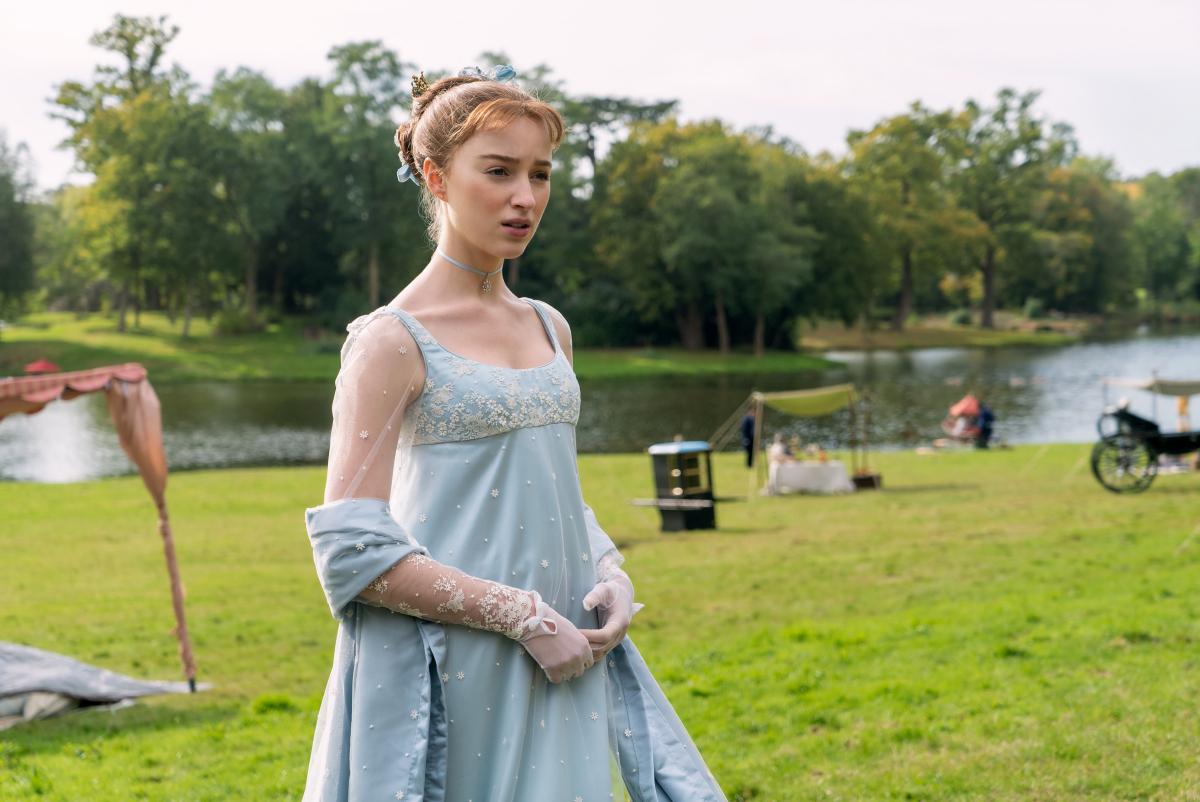 淡い色合いのドレスがよく似合う