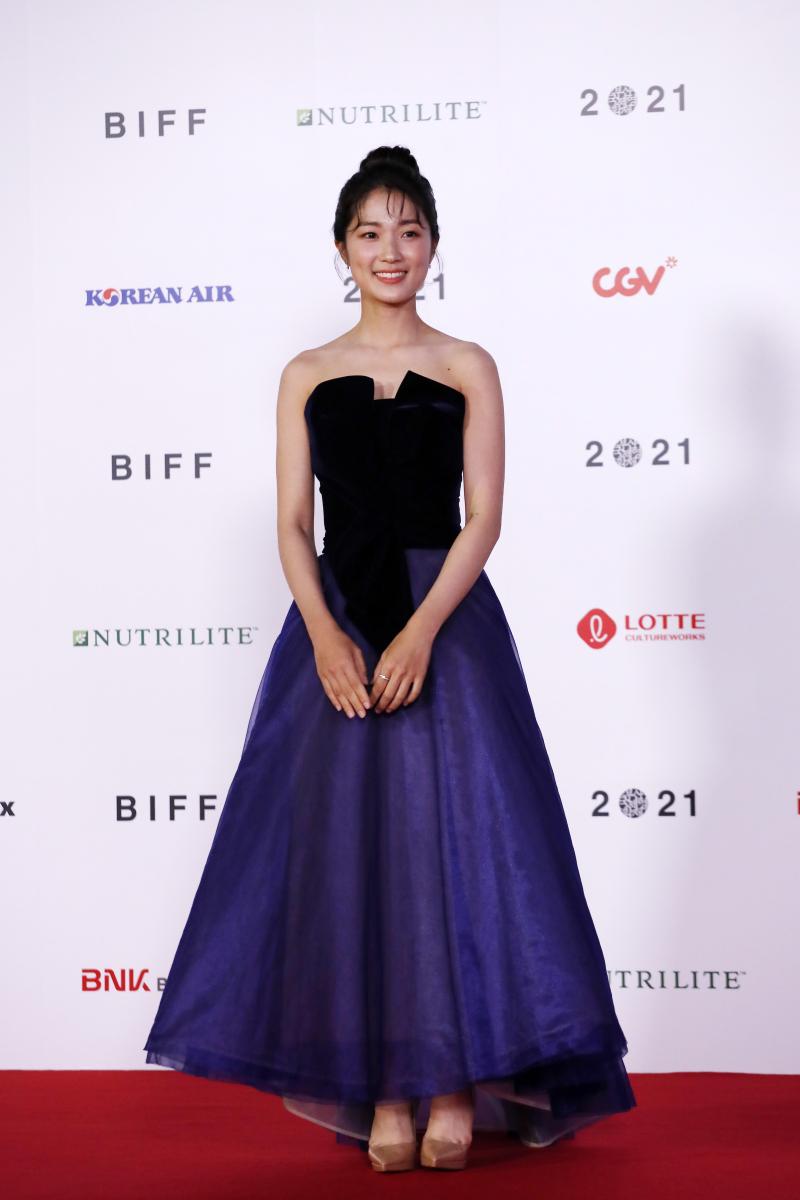 キム・へユン/ドラマティックに広がるドレスに目が釘付け