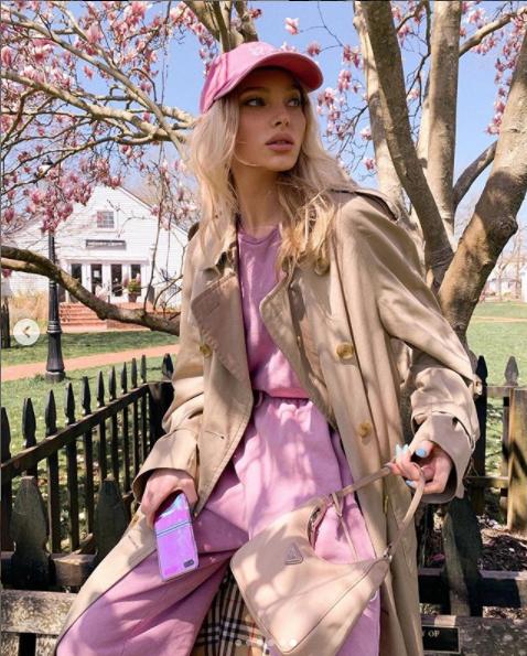 フェミニンなピンクと、上品なベージュの共鳴