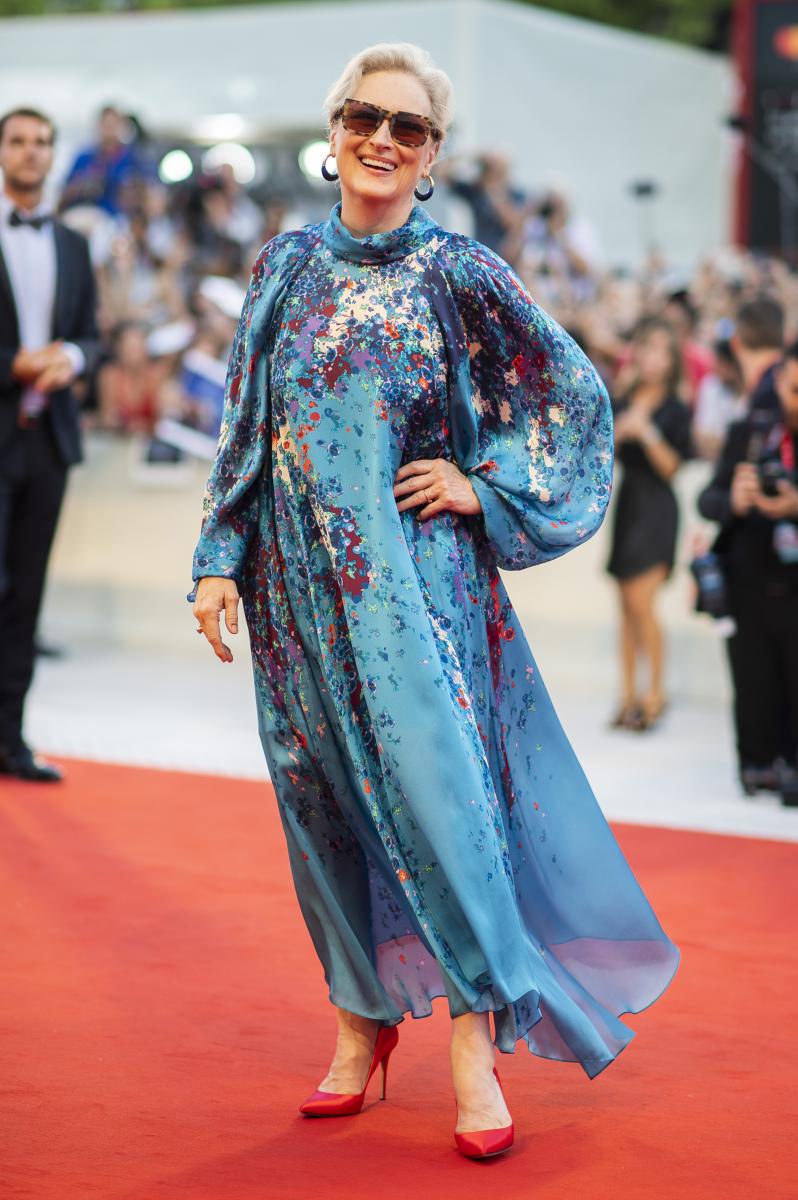 【メリル・ストリープ】鮮やかなドレスをなびかせる名女優