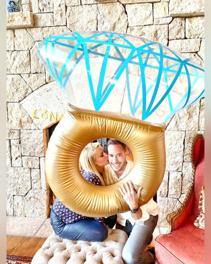 40歳の誕生日に婚約を発表し、幸せムード全開