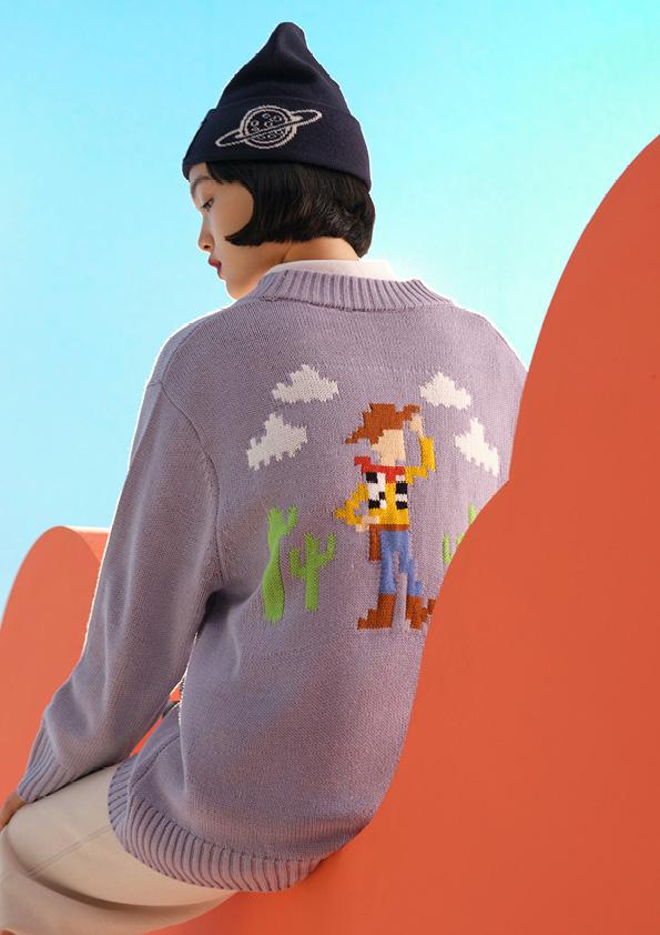 オーバーサイズセーター ¥2,999、ニットキャップ ¥999 (C)DisneyPIXAR/H&M カスタマーサービス