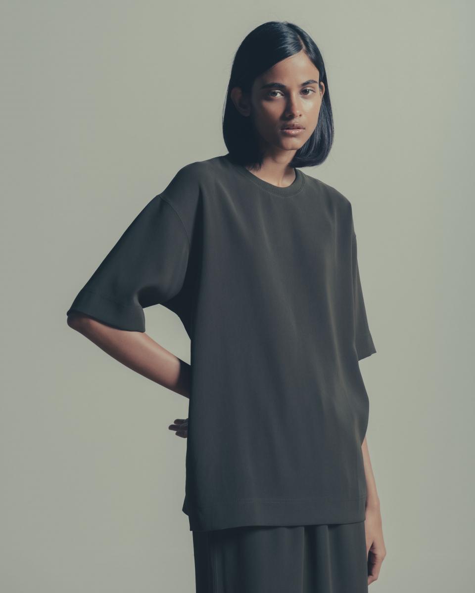 Tシャツ ¥12,000/ユナイテッドアローズ&サンズ バイ ダイスケ オバナ