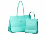 細部まで忠実に再現! ティファニーがショッピングバッグをモチーフにしたレザーバッグコレクションを発表