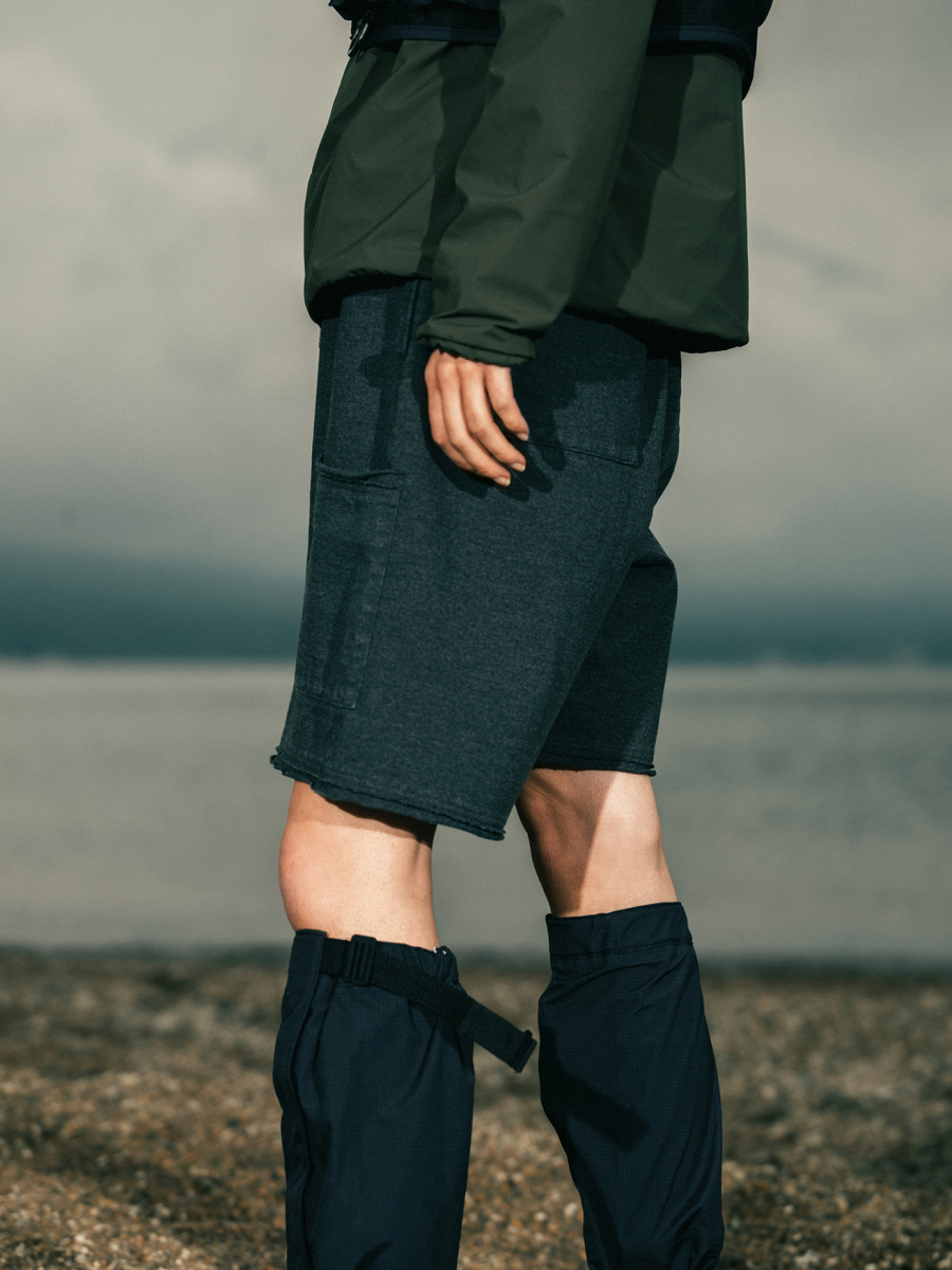 Snow Peak×TDS Garment Dye Heavy Weight Dry Shorts ¥14,000、Snow Peak×TDS eVent Garter ¥26,000/スノーピーク × 東京デザインスタジオ ニューバランス ニオビウム カプセルコレクション