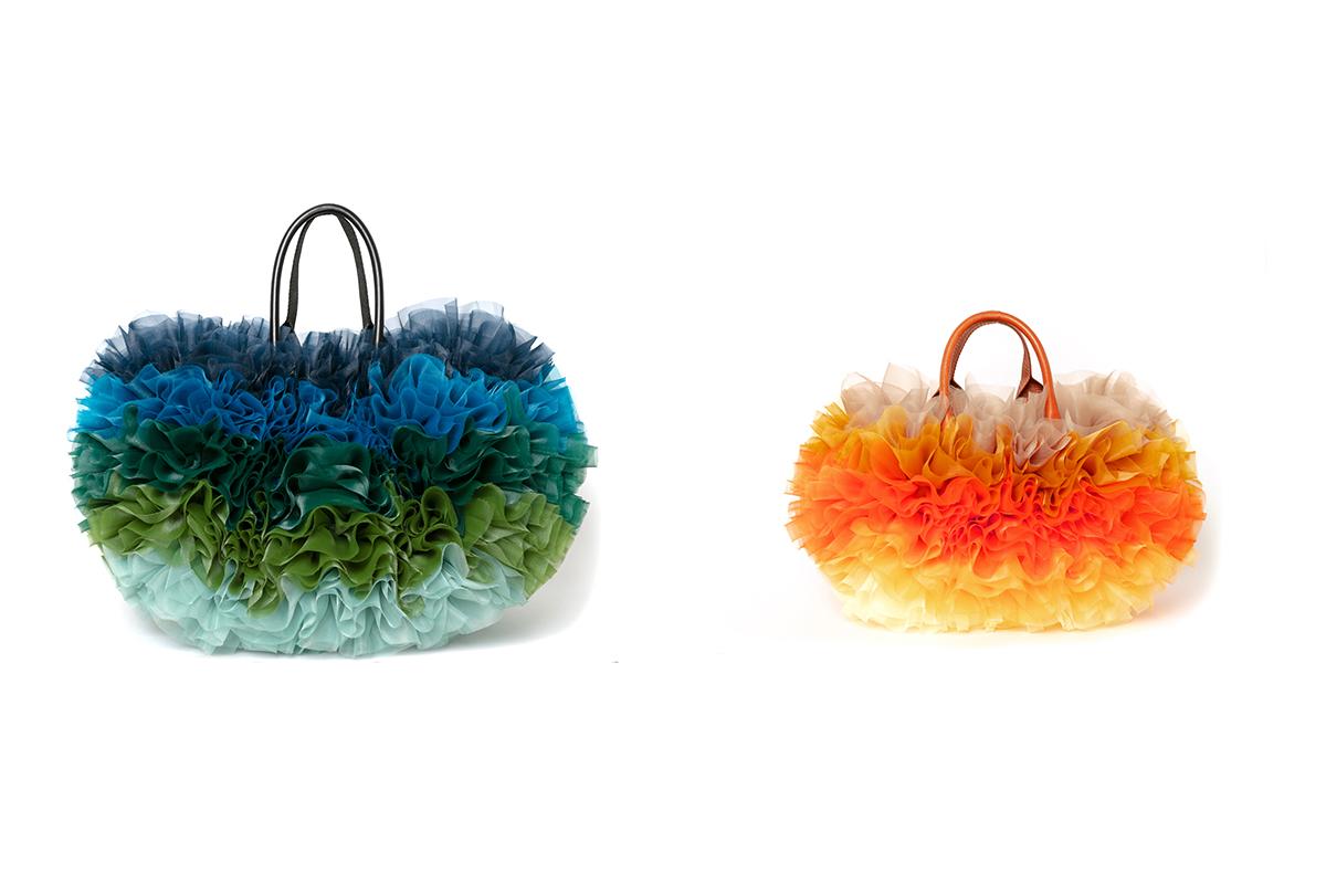 (左から)Large Tote Bag ¥118,800、Small Tote Bag ¥84,700/sacai × TOMO KOIZUMI