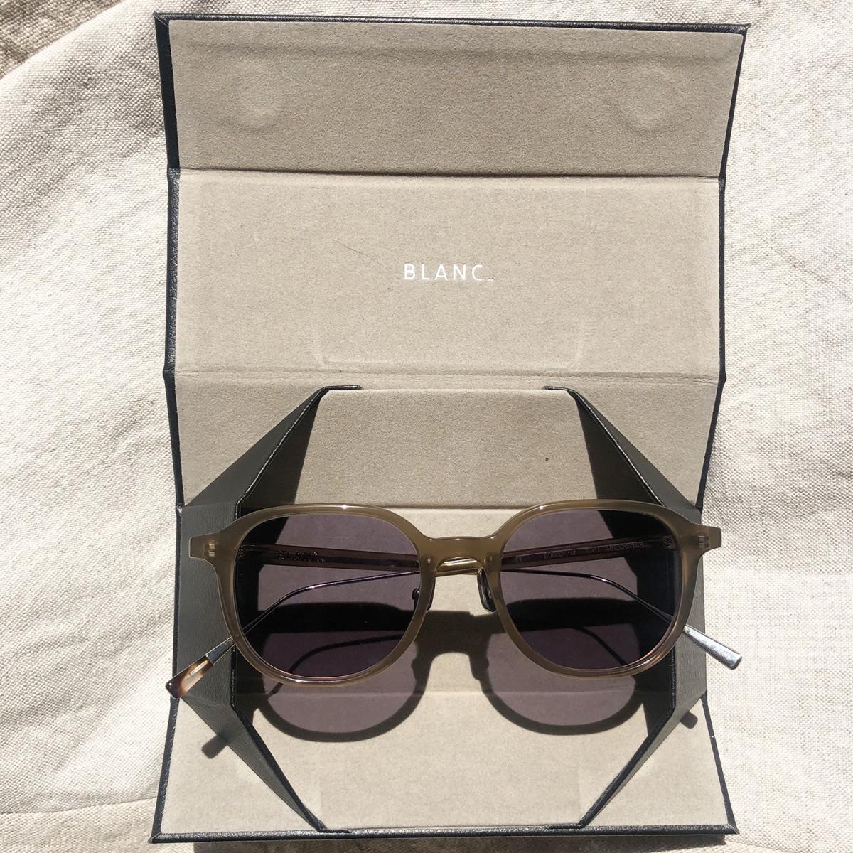 BLANC.は2012年にスタートした日本のアイウェアブランド。鯖江で生産されたメガネはその質の高さはもちろん、高いファッション性が評価され、大手セレクトショップなどでの取り扱いがあります。