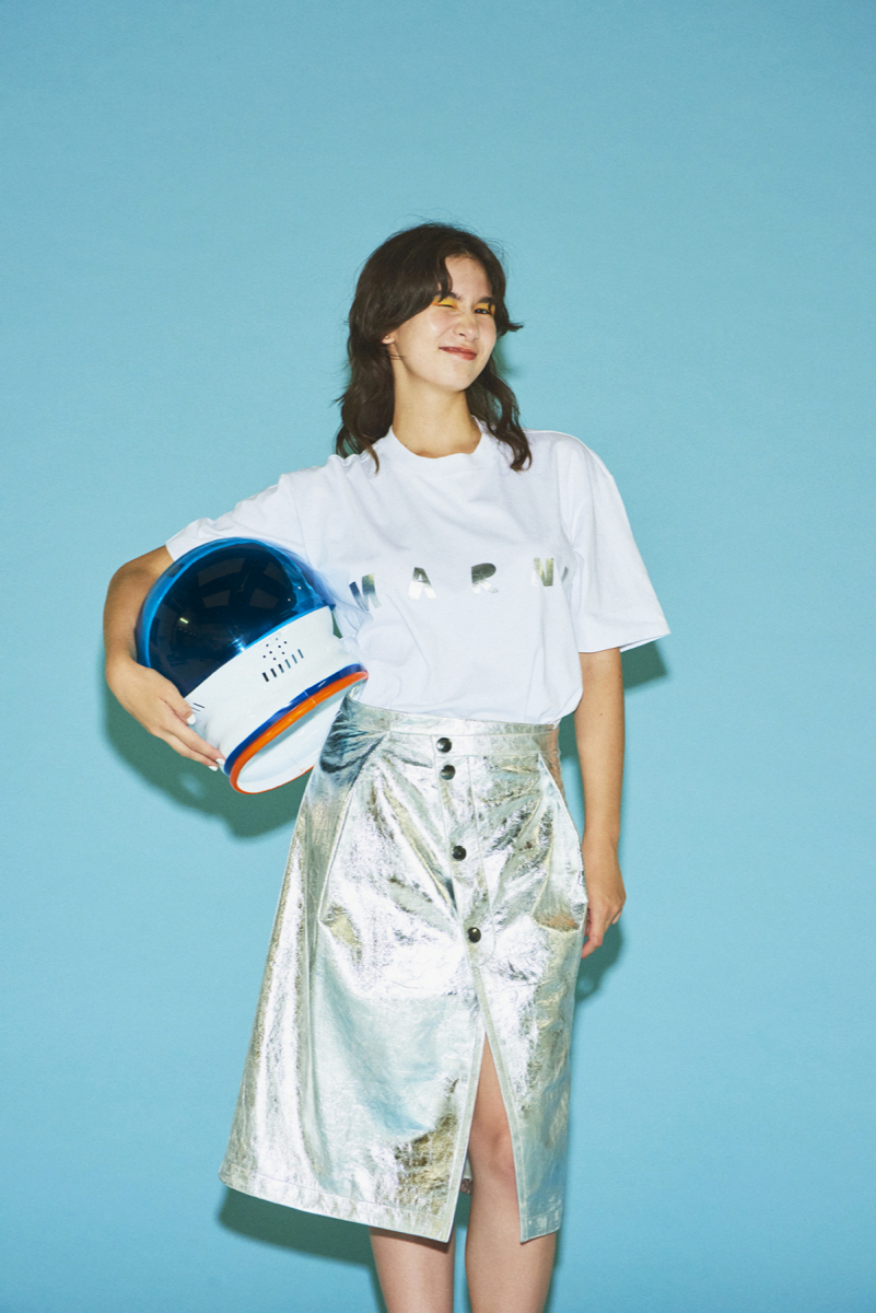Tシャツ¥38,000、スカート¥235,000/マルニ 表参道(マルニ)03-3403-8660