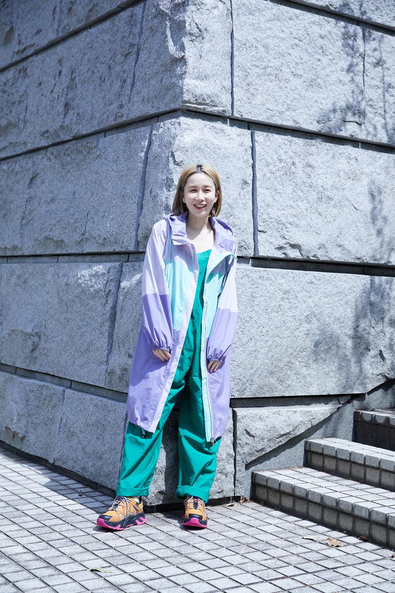 ジャケット「FLINERAIN BLOCK」¥26,400、シューズ「GUINO W MESH」¥27,500/エーグルカスタマーサービス(エーグル)、その他/スタイリスト私物