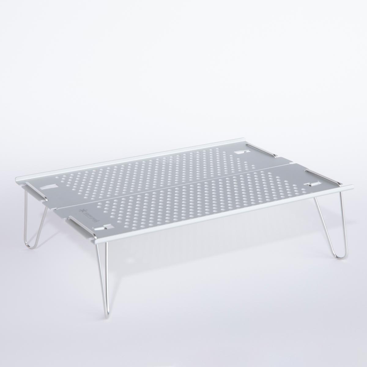 あらゆる場所でいい仕事をするミニテーブル。その名も「オゼン ライト」!