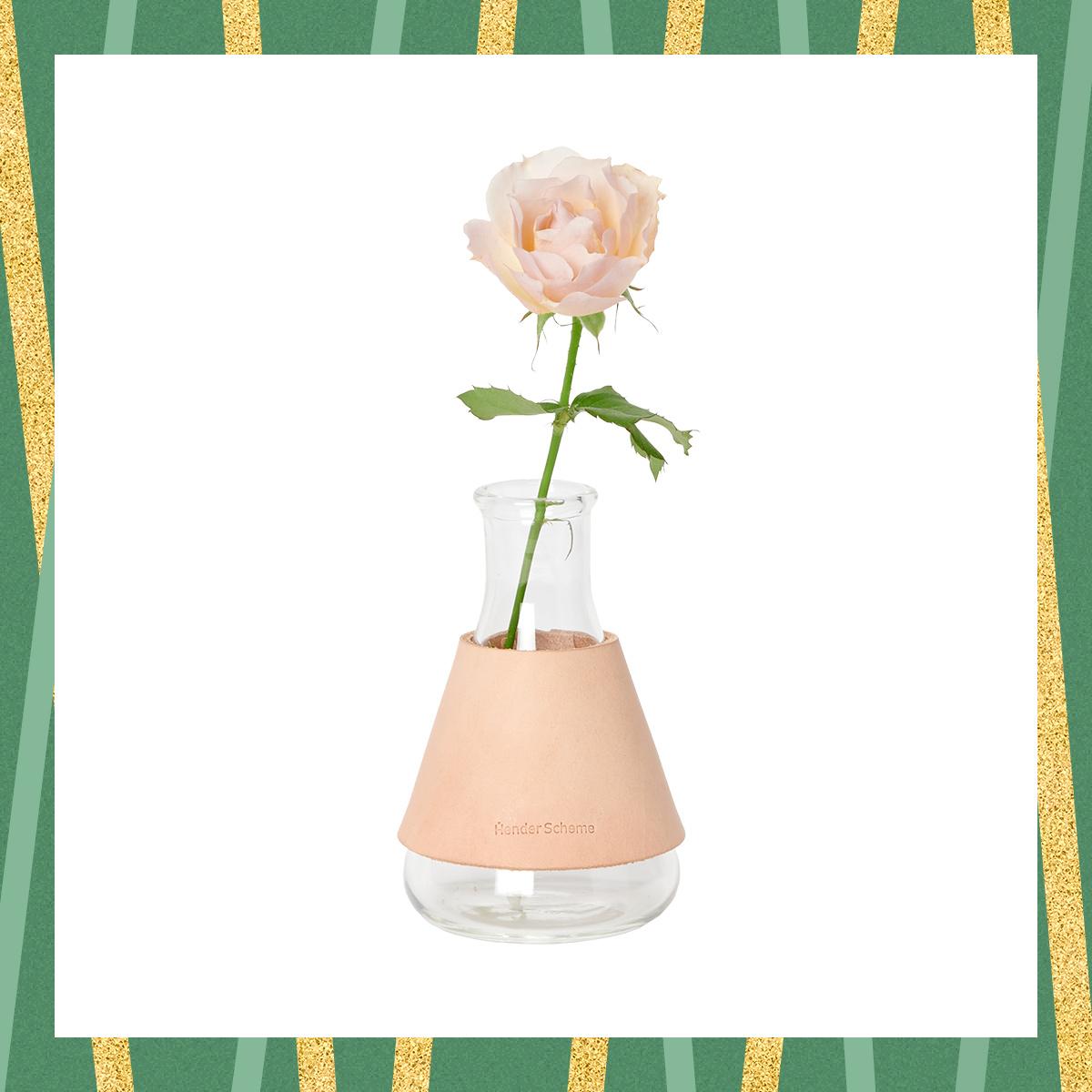 一輪挿すだけで絵になる、エンダースキーマの花瓶