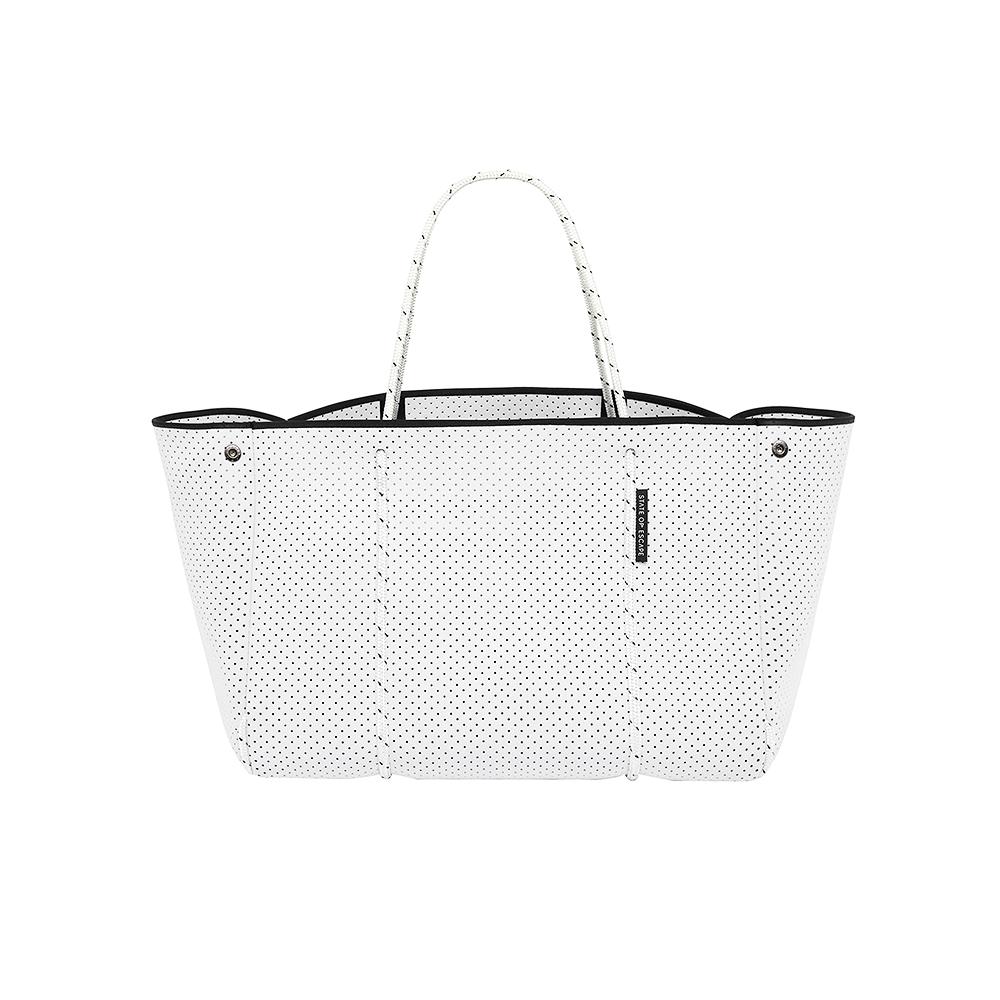デザイン性と利便性を兼ね備えた超軽量バッグ【ステート オブ エスケープ】