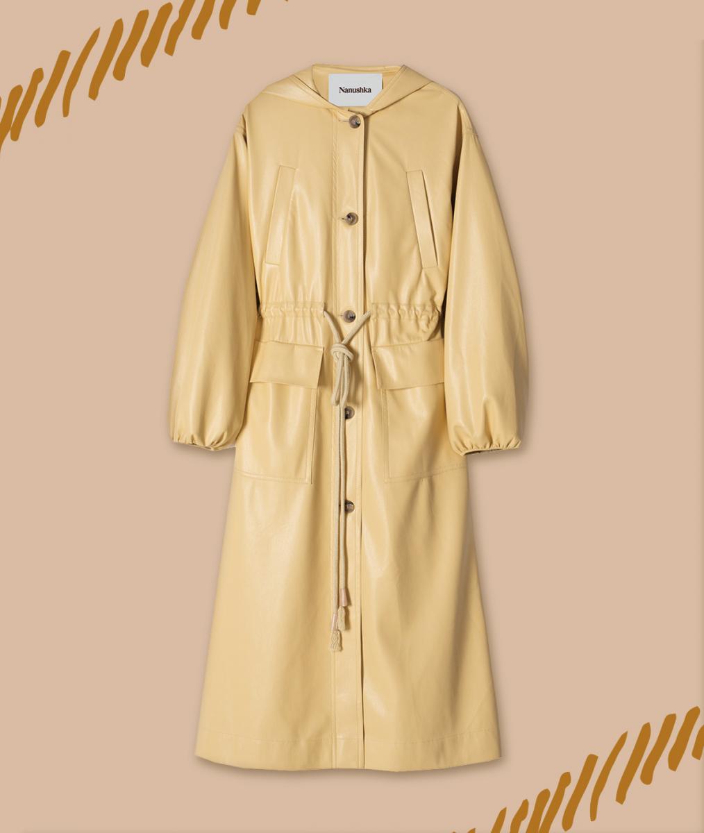 ヴィーガンレザーのコートで旬のモードを満喫【ナヌーシュカ】