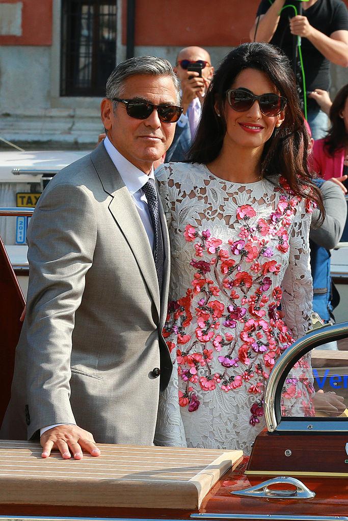 イタリアでの結婚式では、ウェデイングドレスやパーティドレスなど、アマルの美しすぎるファッションも話題に。