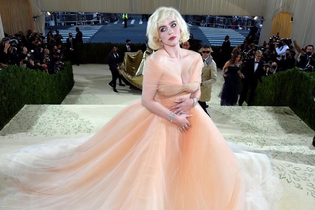 「もう肌見せは怖くない」。最新ドレス姿に世界がうっとり!