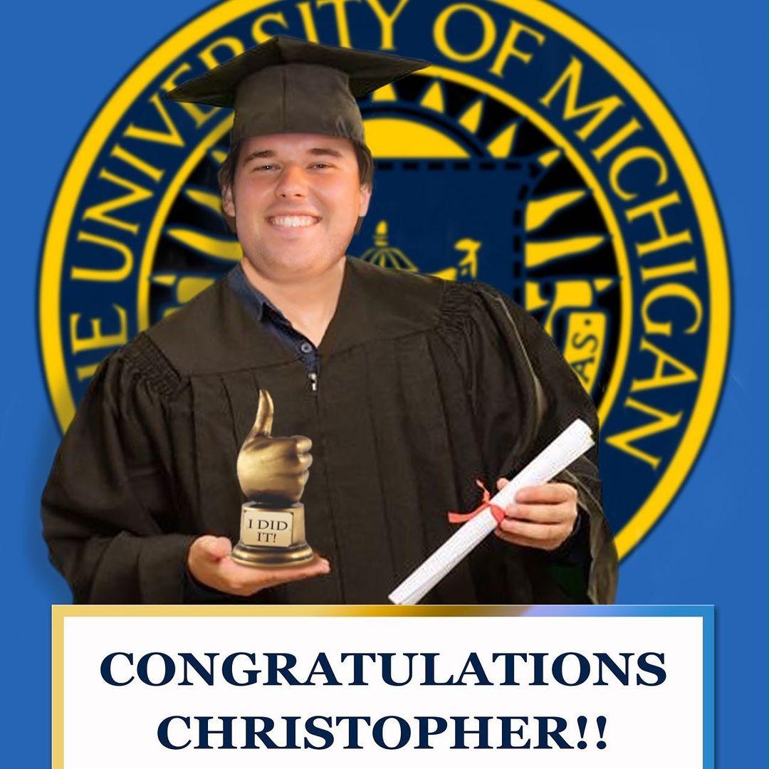 末っ子のクリストファーが大学を卒業
