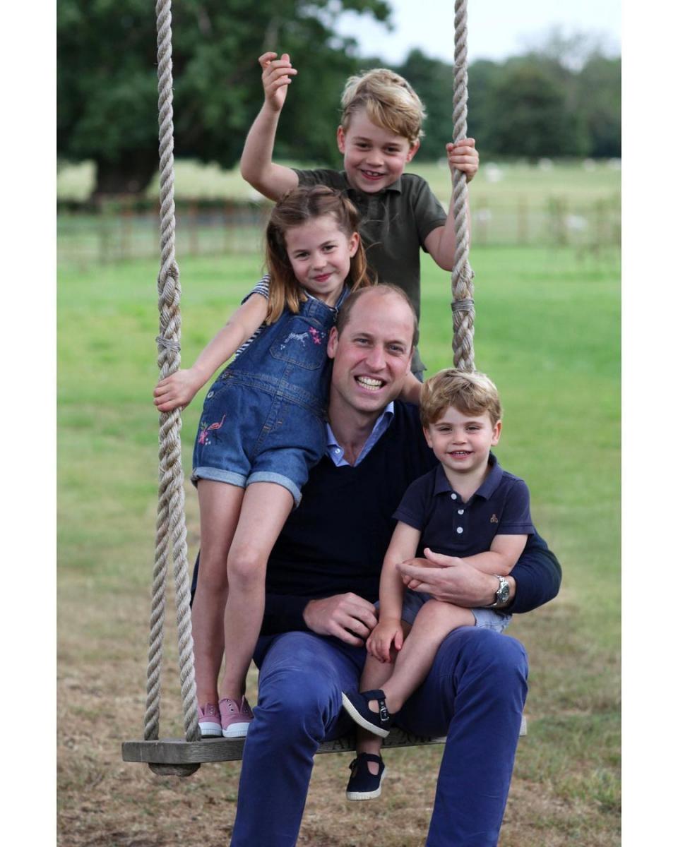 2020年6月には、3人の子供たちとの写真をアップ。