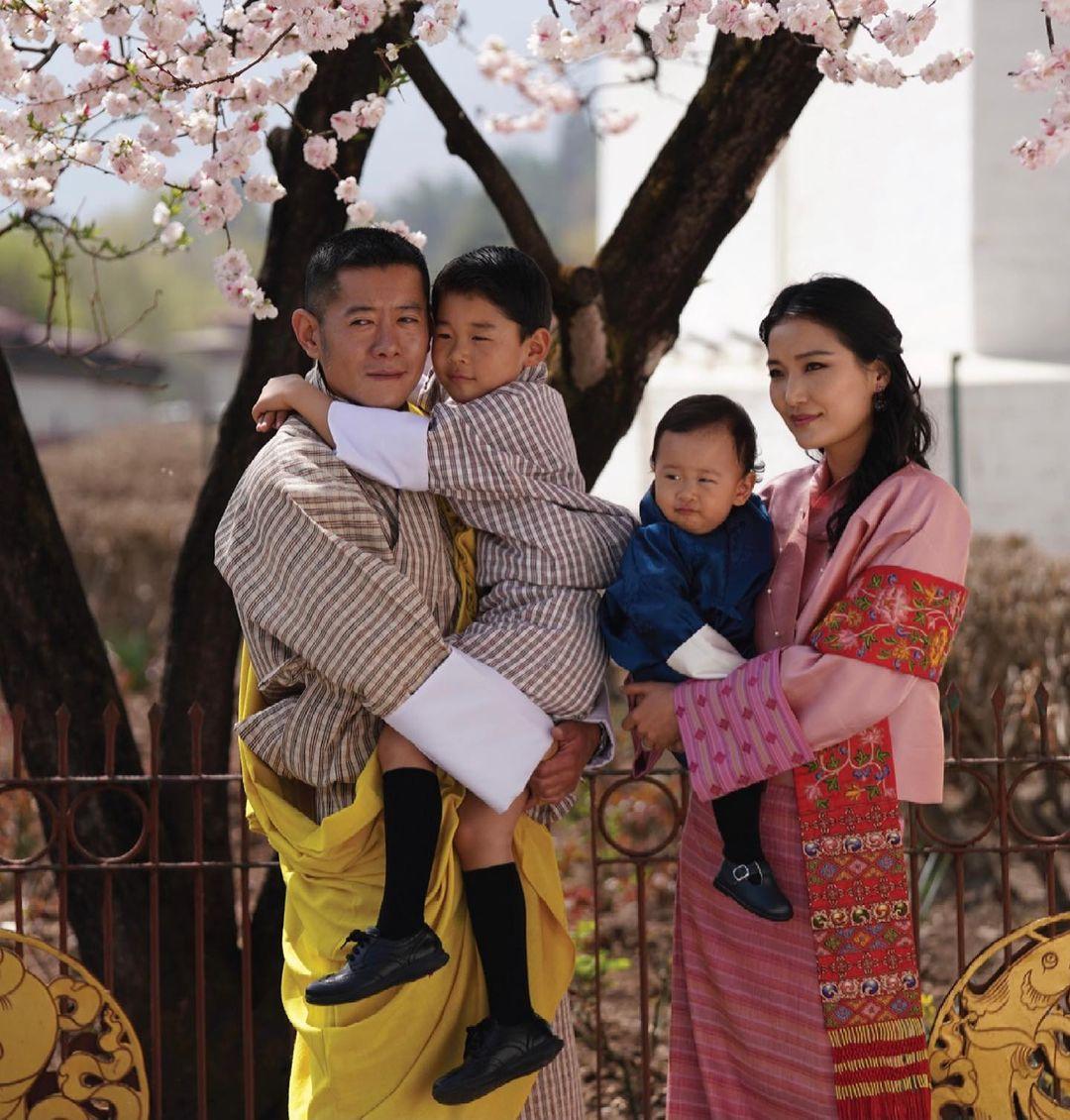 ブータンのワンチュク国王一家/日本にもファンが多いロイヤルファミリー