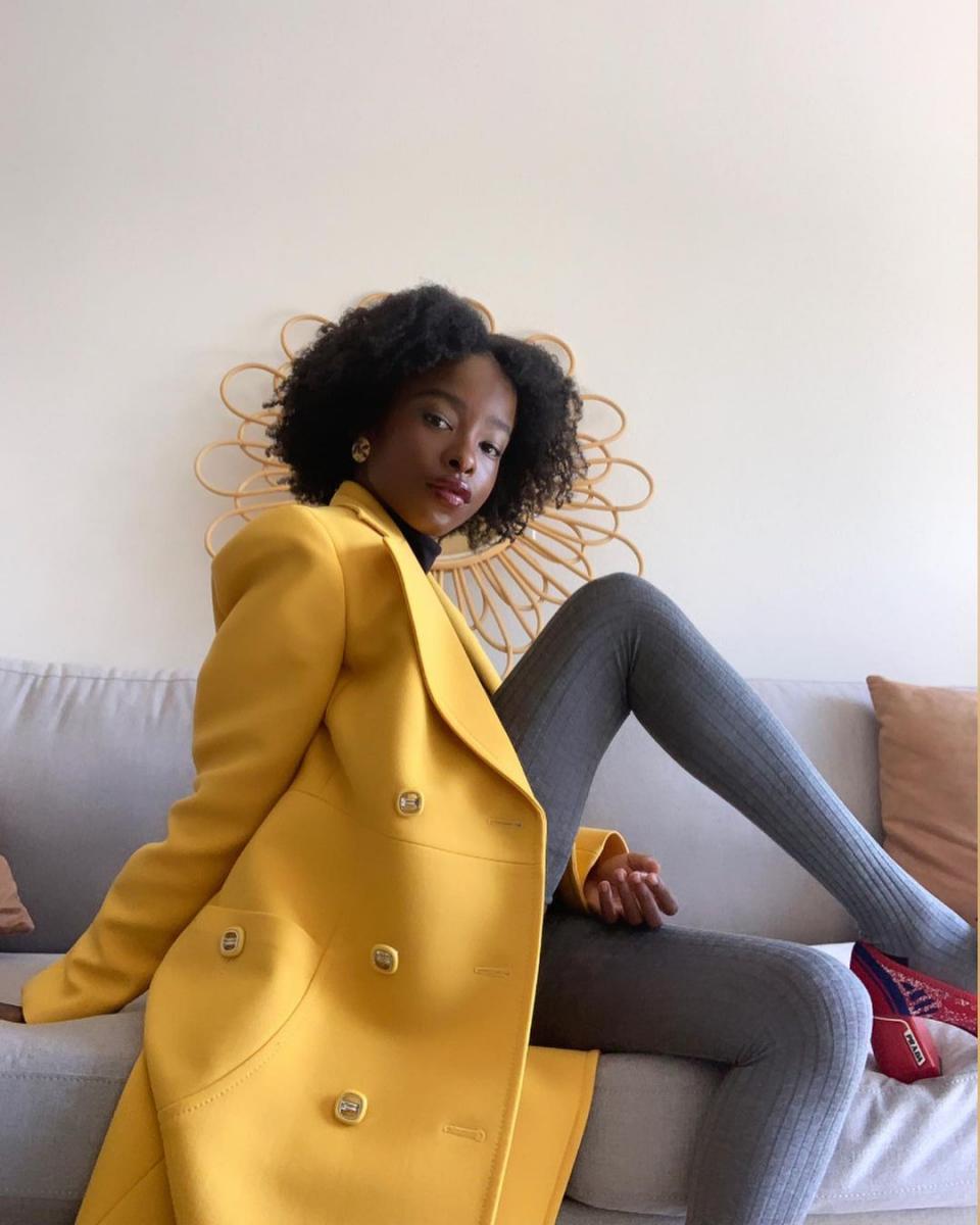 就任式で黄色のコートを選んだのには理由があった