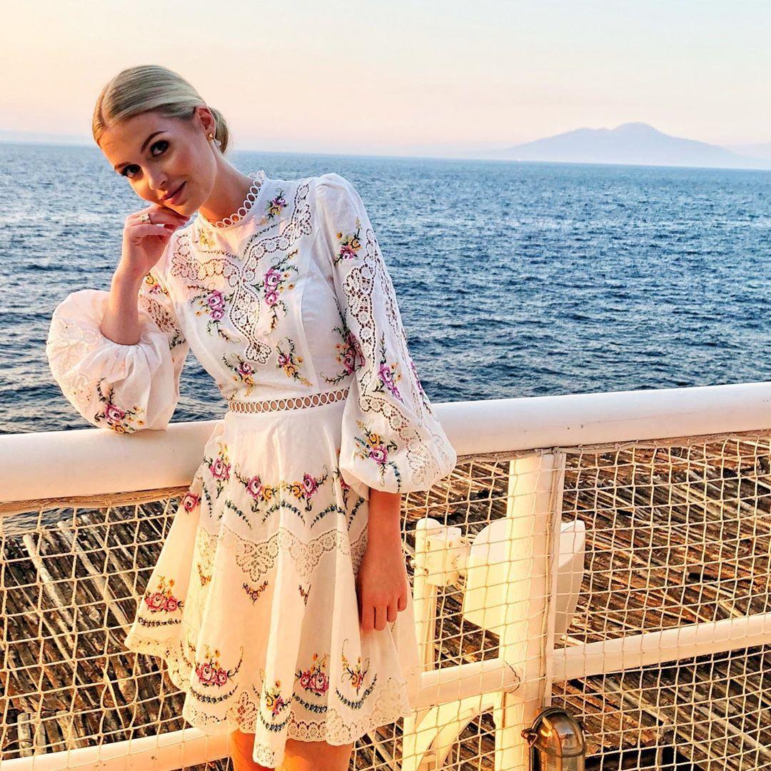 ゴージャスなドレススタイルはもちろん、キュートなファッションもお得意。