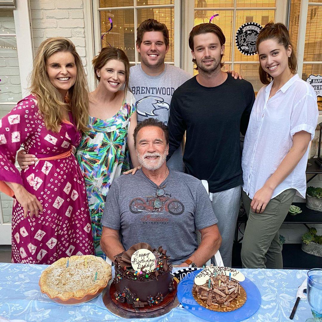 73歳の誕生日を家族全員で祝福