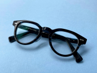 ウィズマスクの時代、赤リップの代打はこのメガネです
