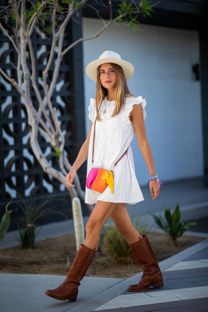 白いドレスにエレファントバッグをオン!