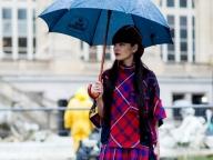 ミニドレス&プラットフォームサンダルで雨でもエッジィに